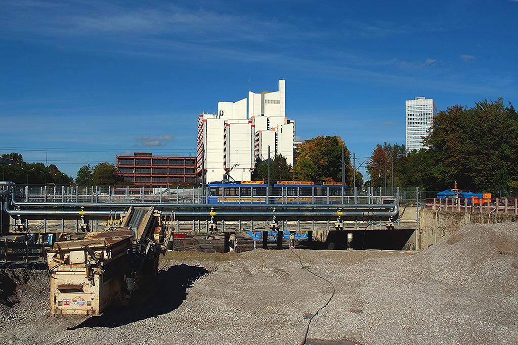 Baugrube des alten Metro-Geländes