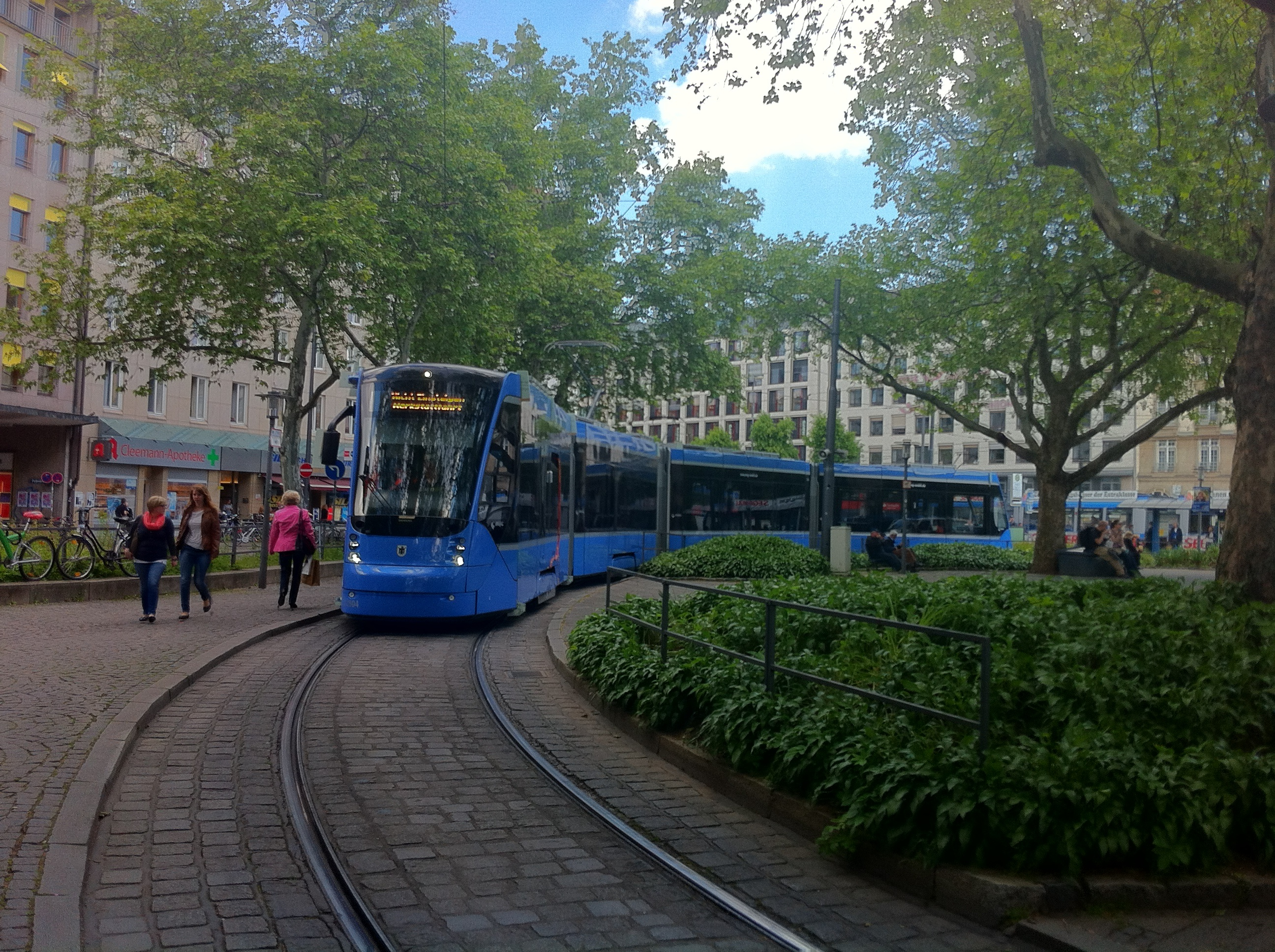 Avenio-Tram 2804 am Sendlinger Tor