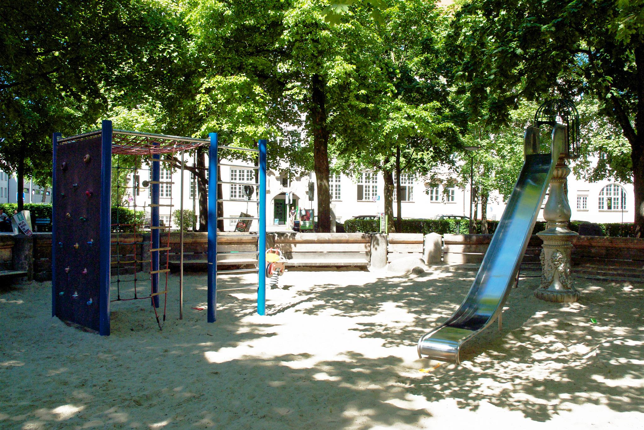 Der Kinderspielplatz im Zentrum des Elisabethplatzes