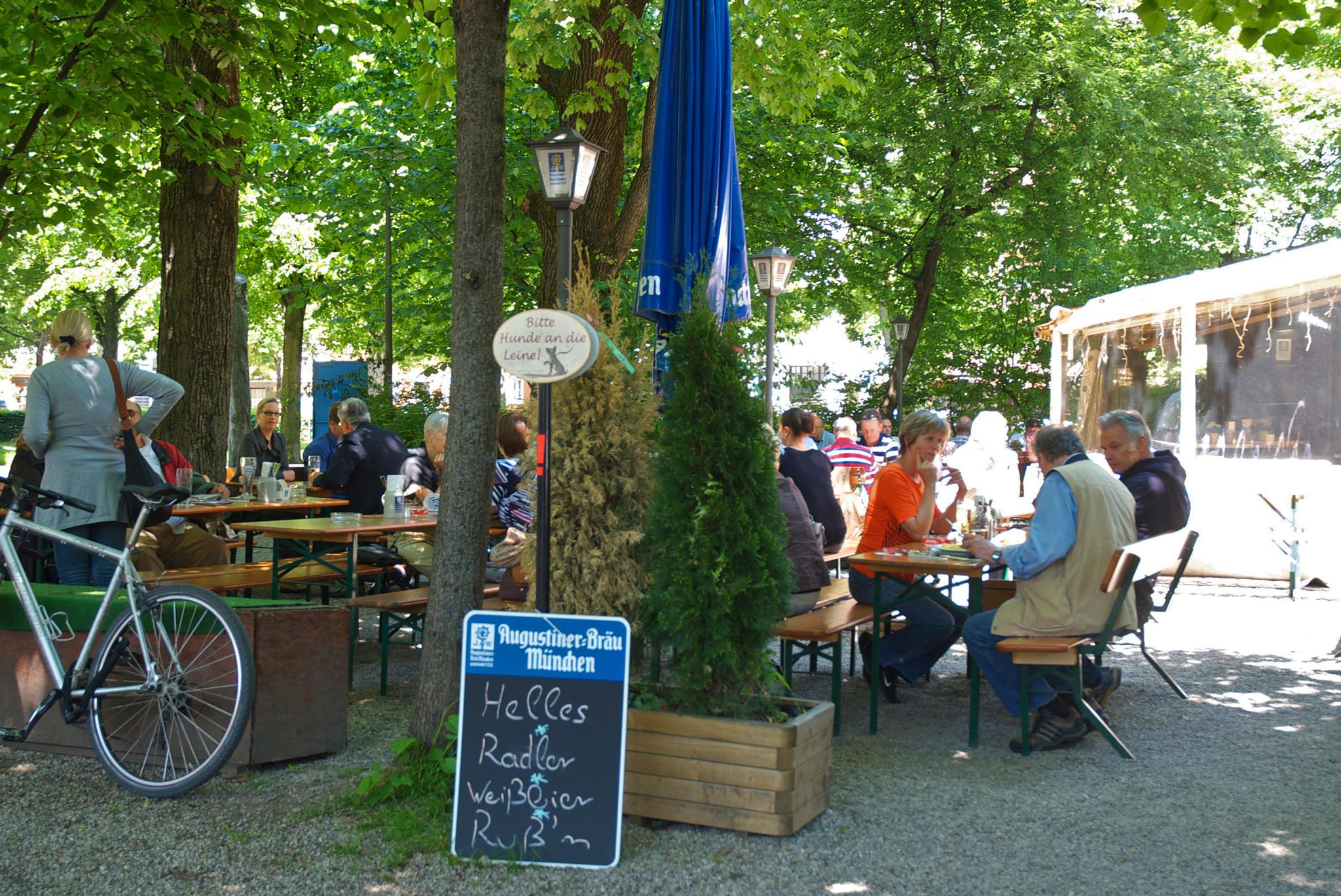 Oase der Ruhe in Schwabing – Der Biergarten am Elisabethplatz